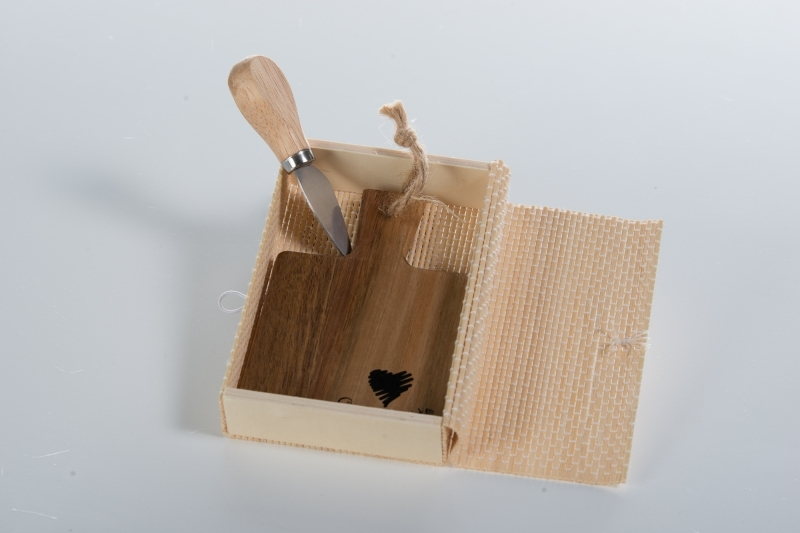 Credenza Con Tagliere : Cuorematto tagliere con coltellino tavola e cucina taglieri